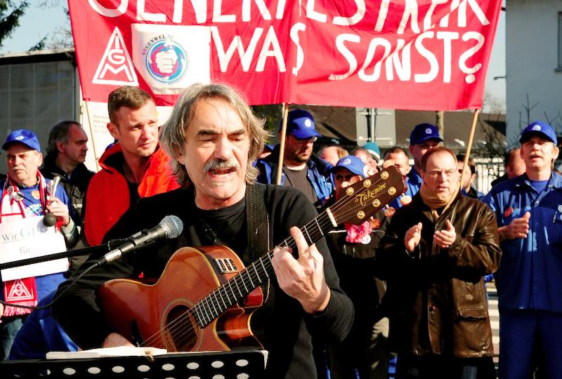 Bernd Köhler und der Alstomchor – Foto: Helmut Roos